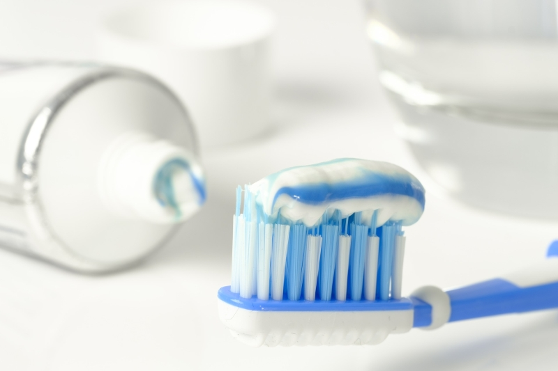 Zapytaj stomatologa: Białe plamki na zębach? Przyczyną może być nadmiar fluoru!
